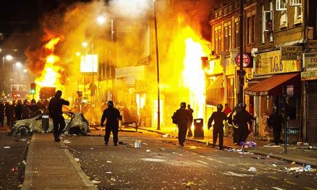 Burning buildings on Tottenham High Road